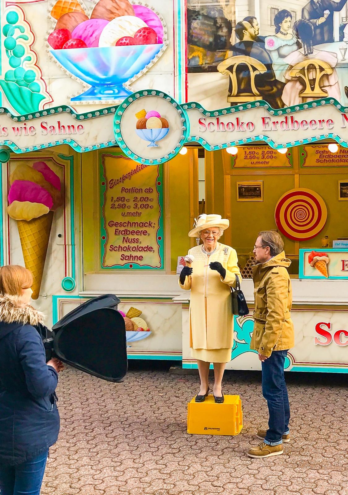 Mit Schmalhaus Eis ist sogar die Queen amused.
